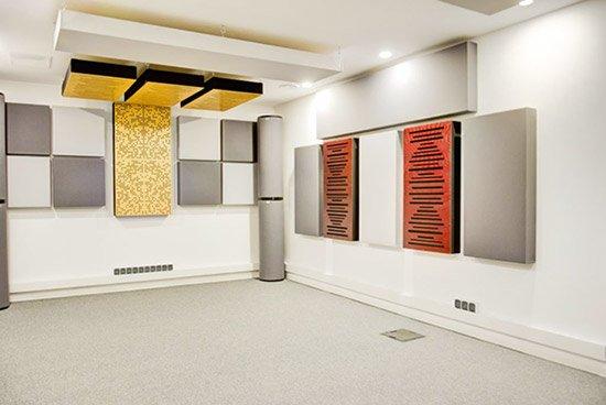 Akustyka pomieszczeń odsłuchowych - walka ze złą akustyką pomieszczeń